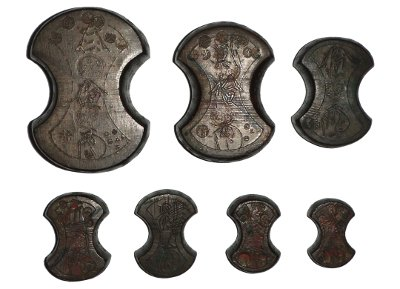 Japanese Edo era tael weights for balance scales, made of bronze. In descending size, 30, 20, 10, 5, 4, 3, and 2 tael weights. Wikpedia